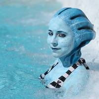 A cosplayes csajok bikiniben vidámabbak
