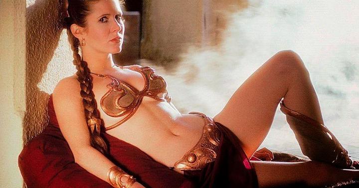 Elkelt Leia hercegnő metál bikinje