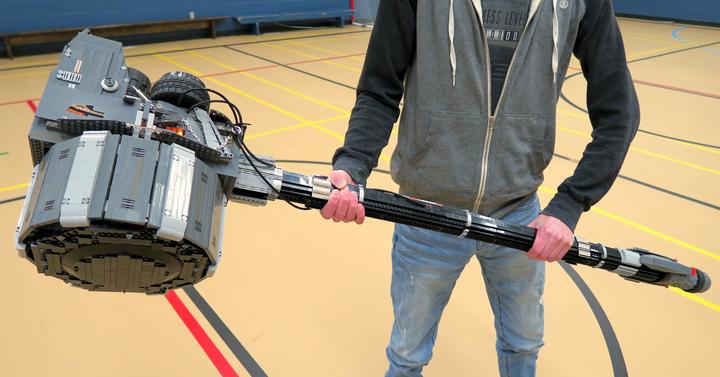 Ezzel a 7 kilós LEGO kalapáccsal már lehet csatázni