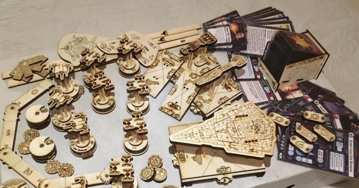 Egy elvetemült rajongó fából készítette el a Star Wars Armada űrcsatajátékot