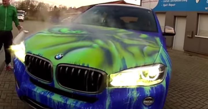 Ha a te kocsidat leöntik forró vízzel, tuti nem jelenik meg rajta Hulk