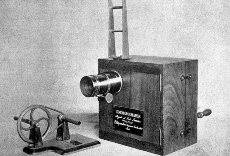 the-lumiere-cinematographe-invented-everett.jpg