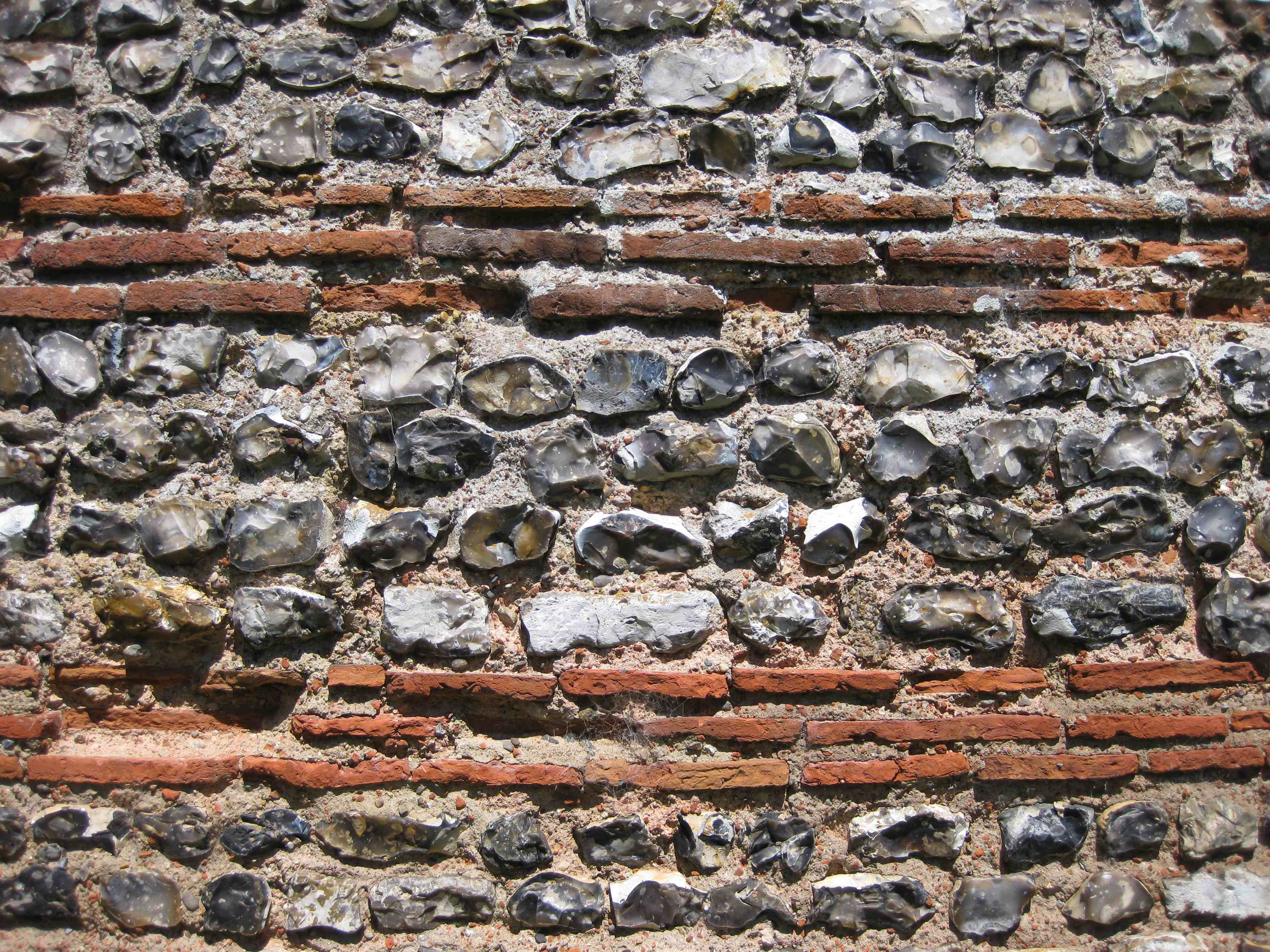 gariannonum_burgh_castle_south_wall_well_preserved_close_up.jpg