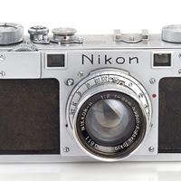 Kalapács alá kerül az első Nikon
