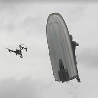 Repülő jetski kapta el a kamerázó drónt
