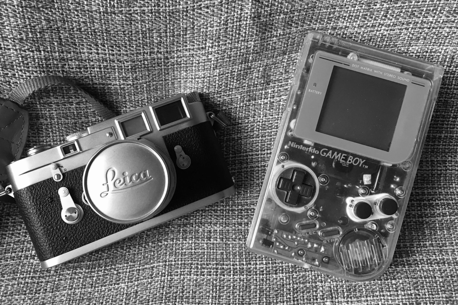 gameboy_vs_leica.jpg