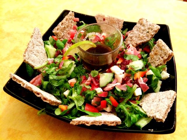 Könnyű páros sonkás saláta