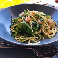 Fokhagymás-rukkolás garnéla spagetti
