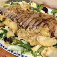 Almás-konyakos sertéskaraj édeskömény salátával