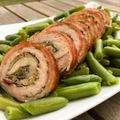 Hústekercs párolt zöldbabbal