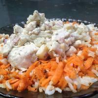 Tárkonyos csirkeragu vajon párolt répás rizzsel