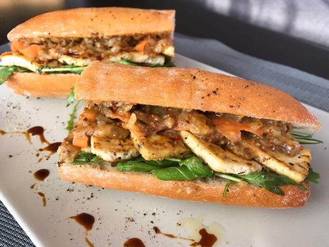 Fügemustáros tofu szendvics