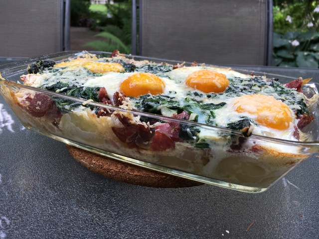 Szalámis-spenótos casserole