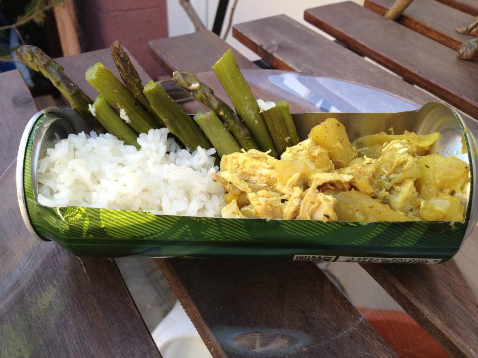 Sörös csirke currys- almamártásban spárgával, rizzsel.jpg