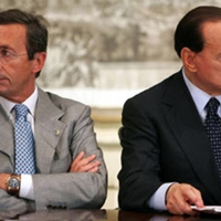 Belpolitikai vihar Olaszországban (Berlusconi kontra Fini)