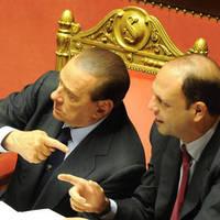 Mennyi ideig húzhatja még Berlusconi?