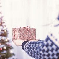 Karácsonyi ajándékékszer a svájci nagykövettől
