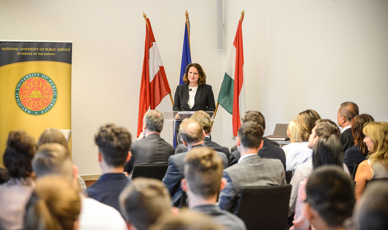 a-elisabeth-ellison-kramer-ludovika-ambassadors-forum.jpg