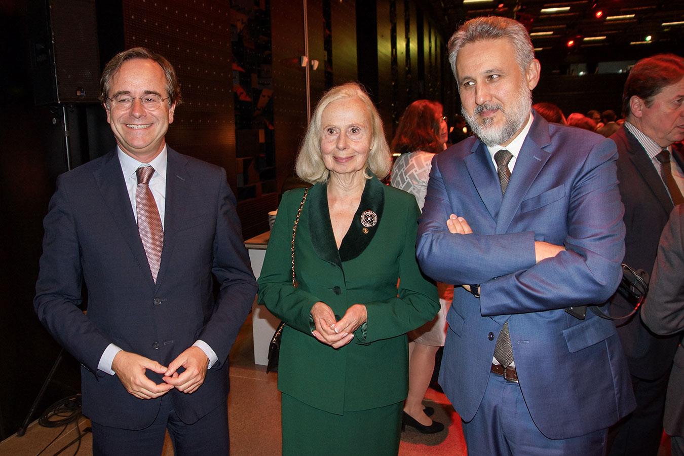 A holland és román nagykövet Lovice Mária Ullein-Reviczky társaságában<br />(Fotó: Aigner Ivan)