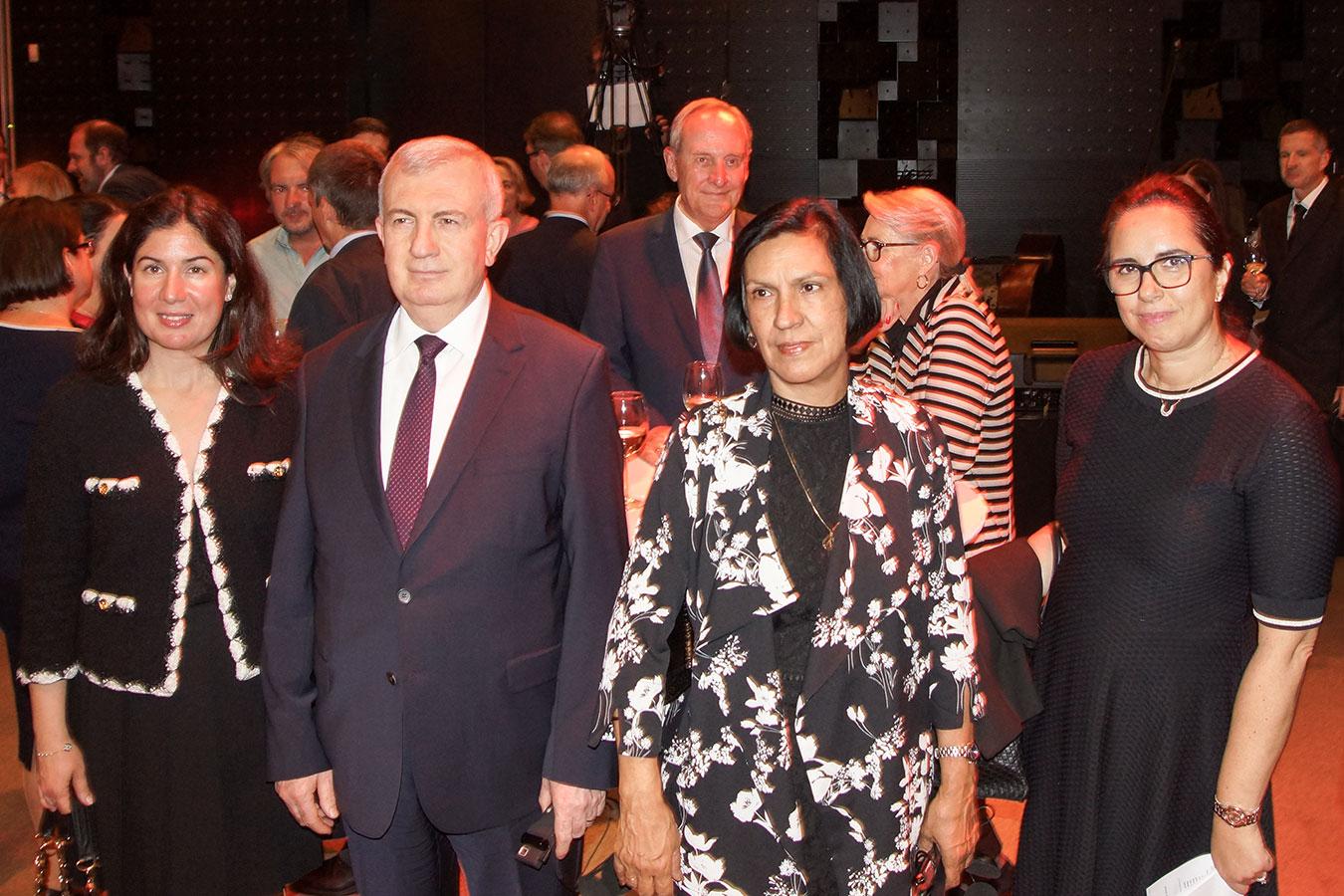 A török, kubai és marokkói nagykövet csoportképe<br />(Fotó: Aigner Ivan)
