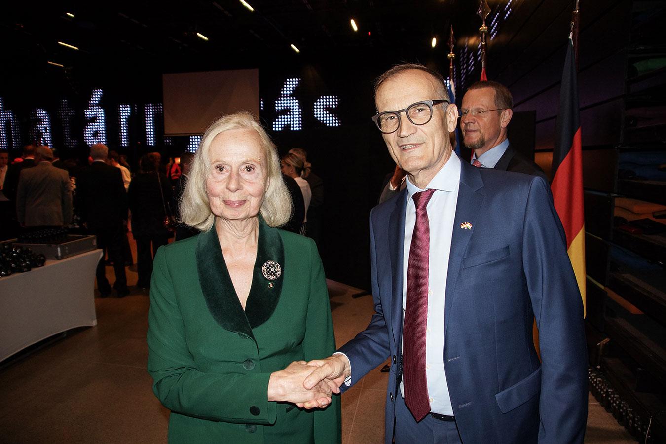 Őexc. Volkmar Wenzel német nagykövet Lovice Mária Ullein-Reviczky társaságában<br />(Fotó: Aigner Ivan)
