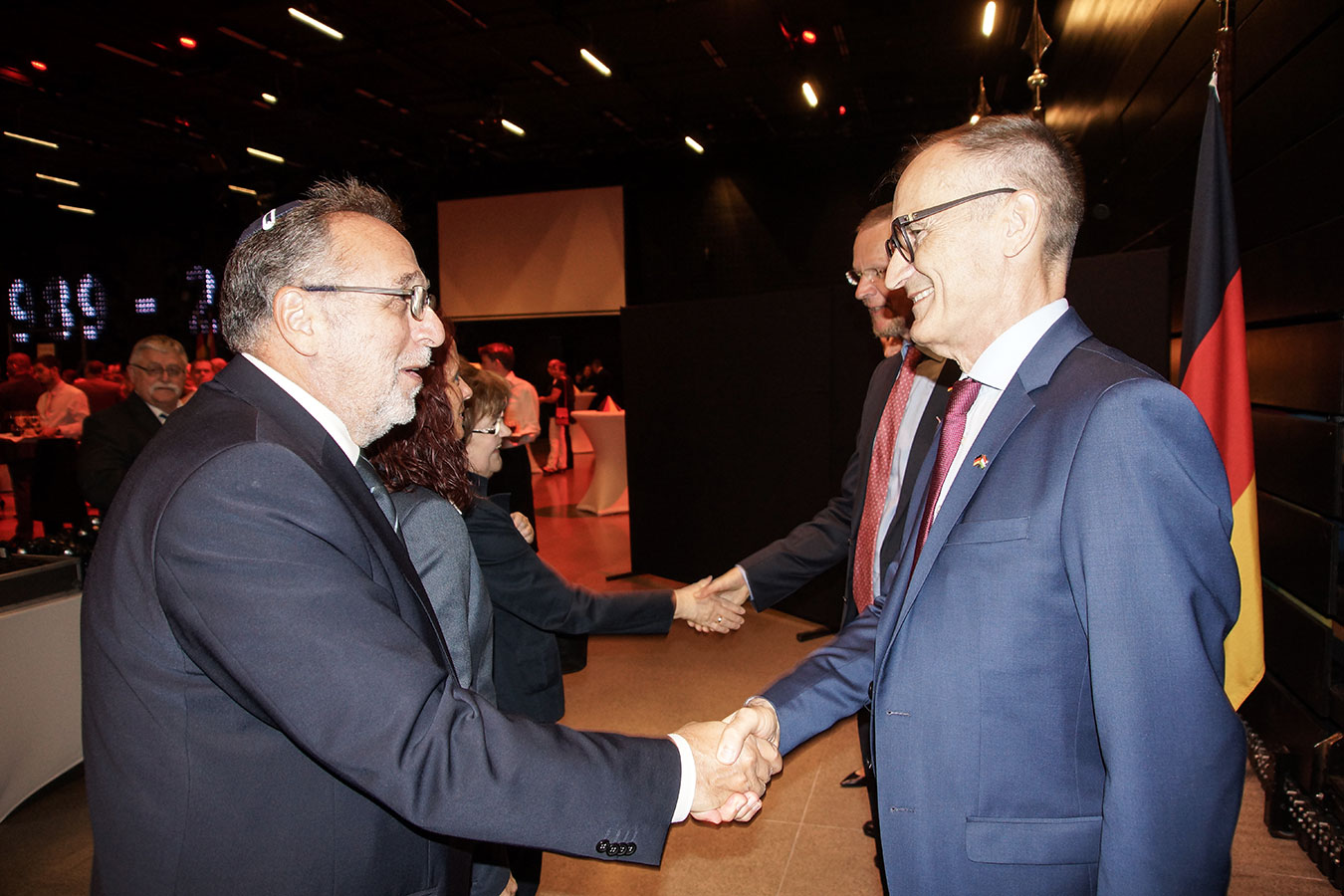 Őexc. Volkmar Wenzel német nagykövet és Heisler András, a Mazsihisz elnöke<br />(Fotó: Aigner Ivan)