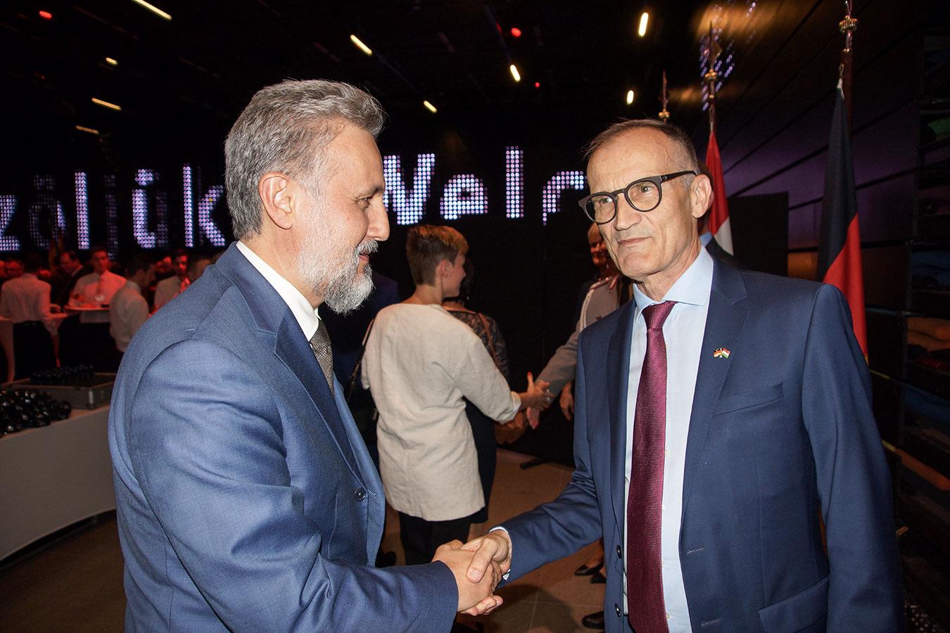 Őexc. Volkmar Wenzel német és Őexc. Marius Gabriel Lazurca román nagykövet<br />(Fotó: Aigner Ivan)