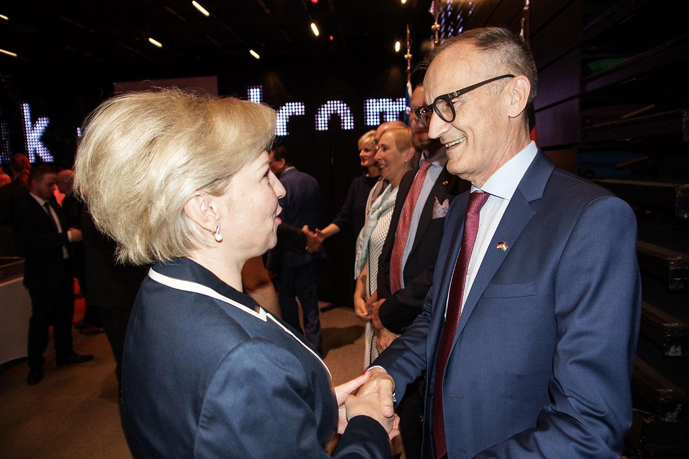 Őexc. Volkmar Wenzel német és Őexc. Ljuba Nepop ukrán nagykövet<br />(Fotó: Aigner Ivan)