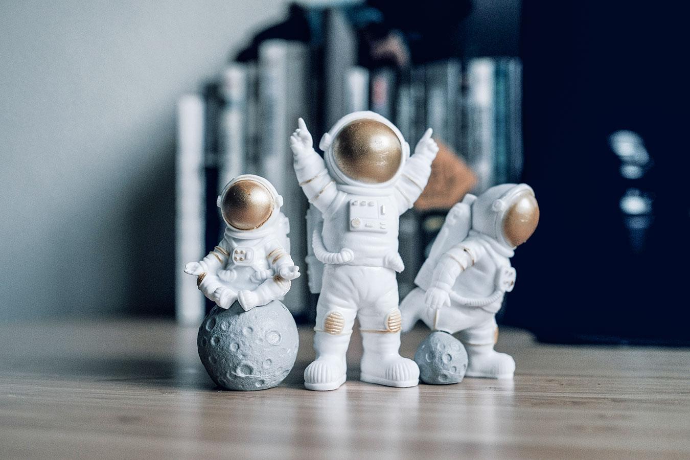 h-ferencz-orsolya-astronauts.jpg