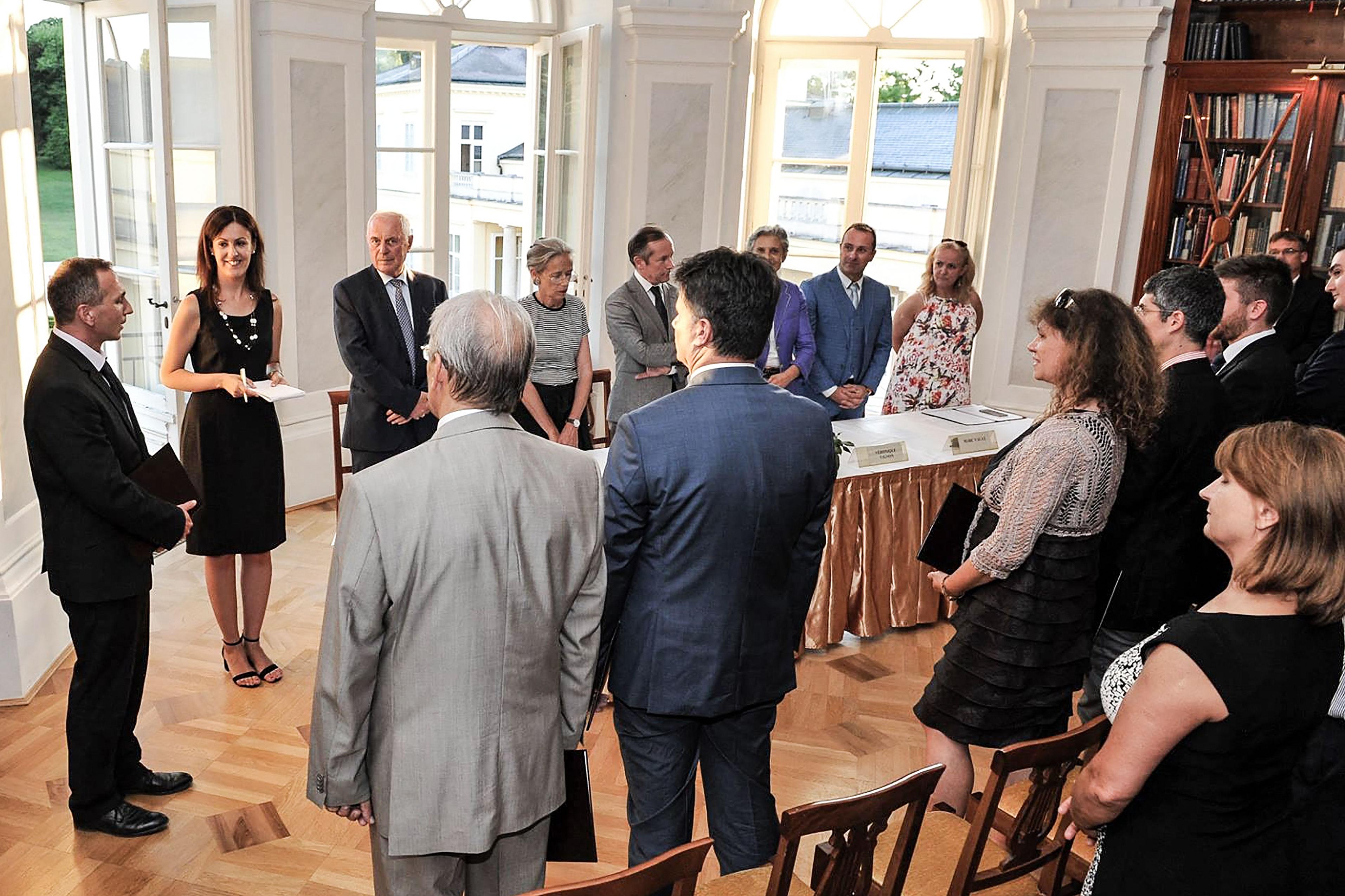 h-vadasz-linda-2018-francia-mester-mba-mae-kepzes-diplomaatado-unnepsege-2017.jpg