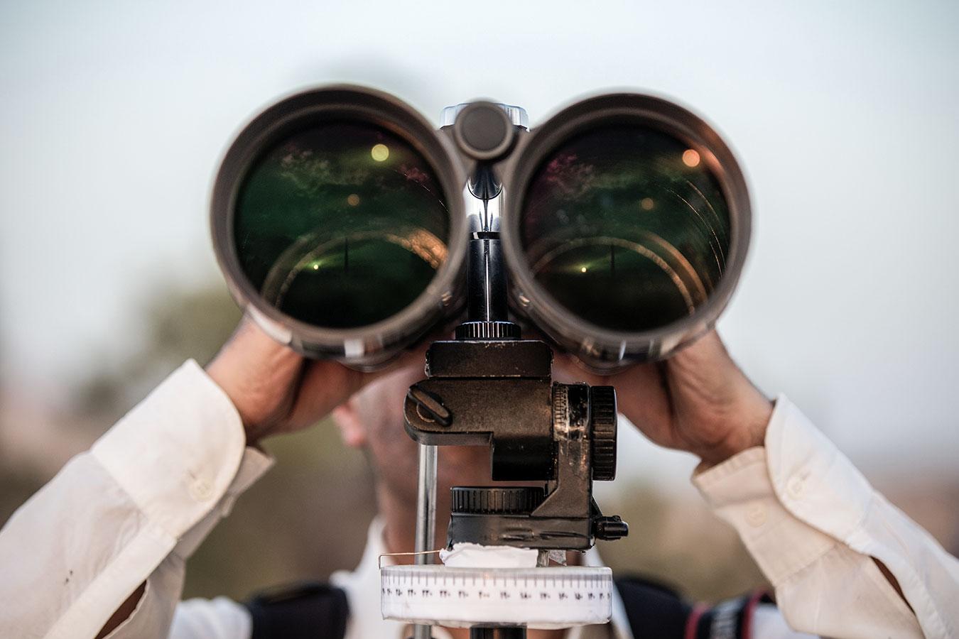 hu-nogradi-gyorgy-binoculars.jpg
