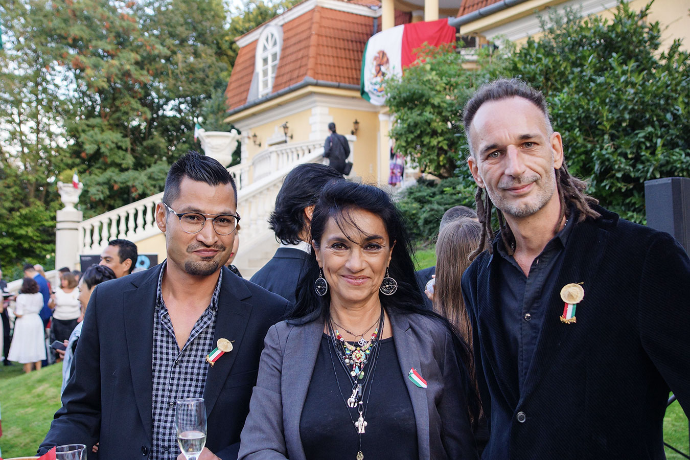 Papadimitriu Athina színésznő baráti társasággal