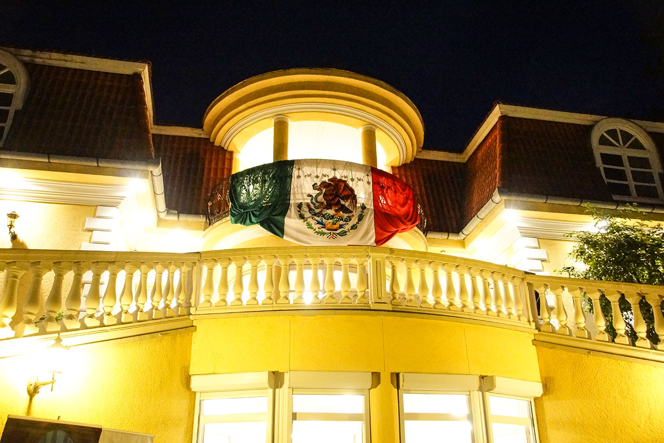 mex-dia-de-la-independencia-2018-residence-by-night.jpg