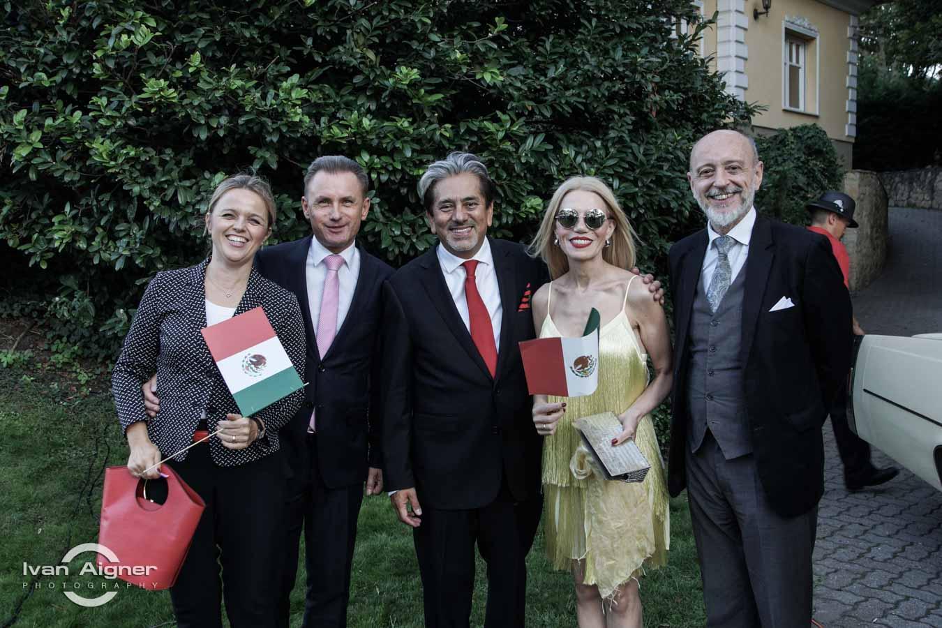 Őexc. David Nájera Rivas mexikói nagykövet Őexc. Raul Robert Kokalj szlovén nagykövet és hitvese, valamint Őexc. Maximiliano Gabriel Gregorio Cernadas argentín nagykövet és hitvese társaságában