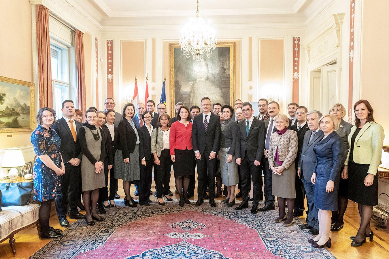 a-elisabeth-ellison-kramer-working-luncheon-austrian-presidency-2018-group.jpg