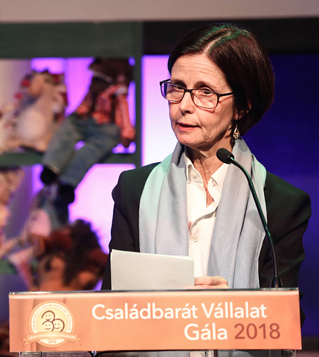 fr-pascale-andreani-csaladbarat-vallalat-gala-2018-2-web.jpg