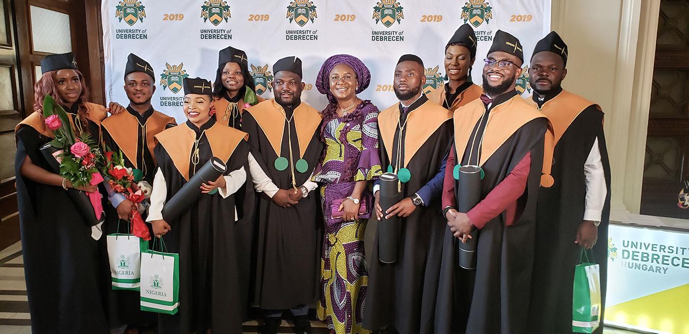 nig-eniola-ajayi-students-graduation-debrecen-web.jpg
