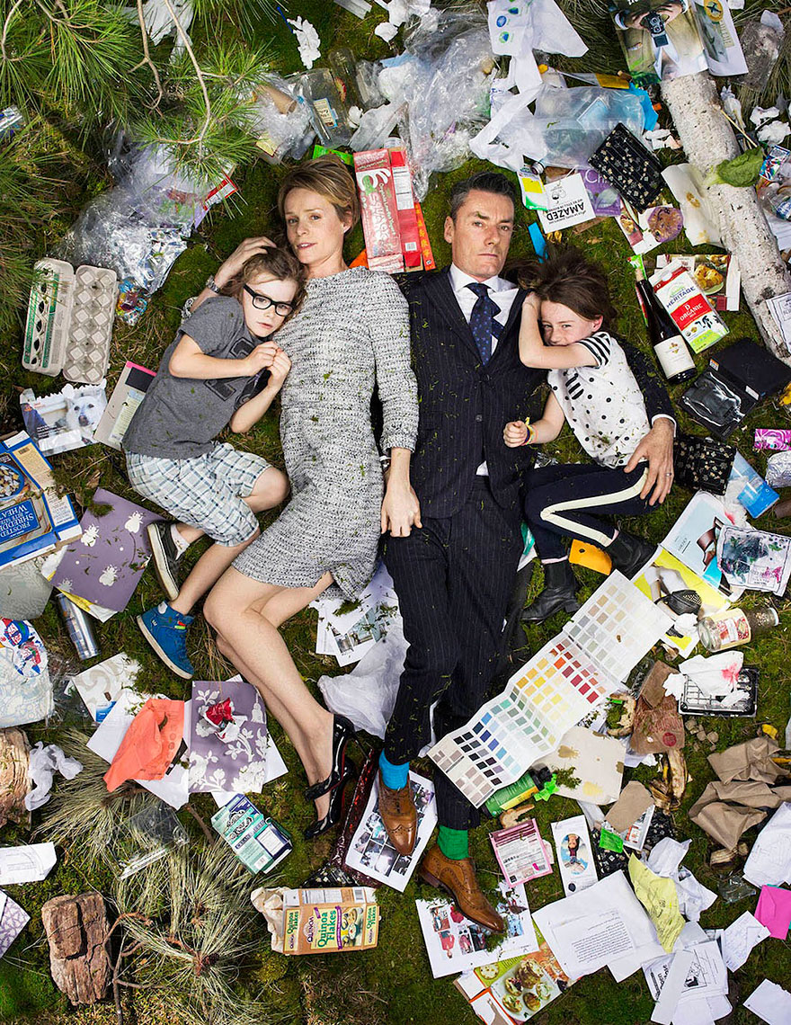 7-days-of-garbage-environmental-photography-gregg-segal-12.jpg