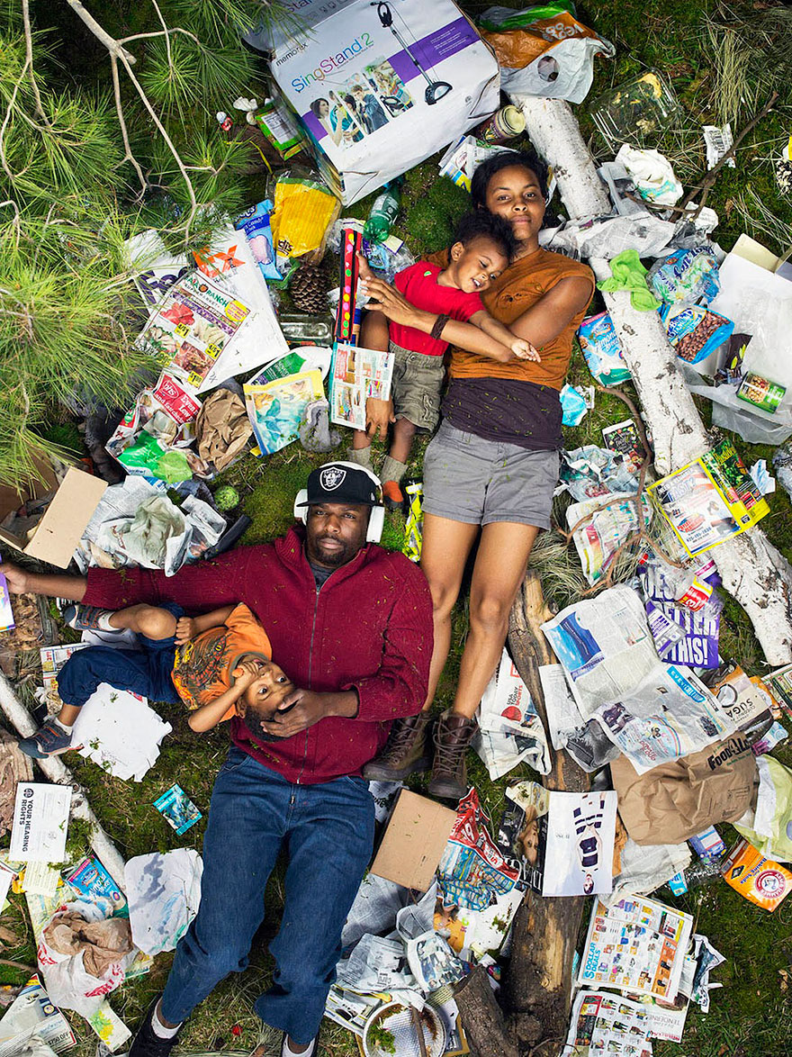 7-days-of-garbage-environmental-photography-gregg-segal-2.jpg