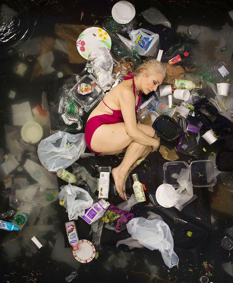 7-days-of-garbage-environmental-photography-gregg-segal-7.jpg