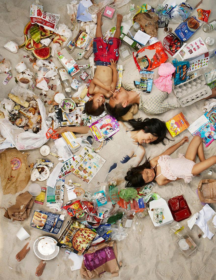 7-days-of-garbage-environmental-photography-gregg-segal-8.jpg