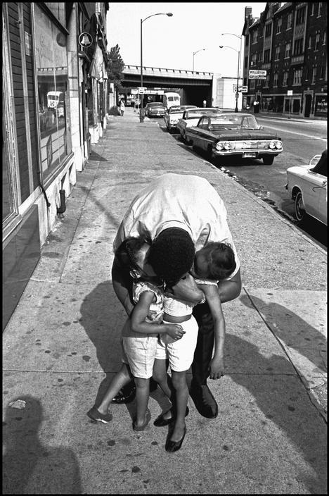 Gyermekeivel. Fotó: Thomas Hoepker