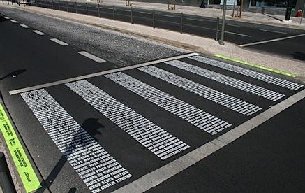 Egy másik áldozatok neveiből kirakott zebra