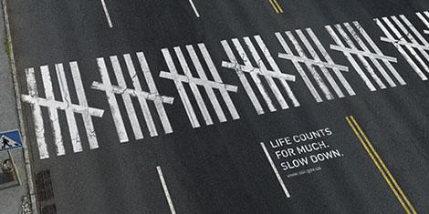 A gyalogos áldozatokra felhívó figyelmeztetés
