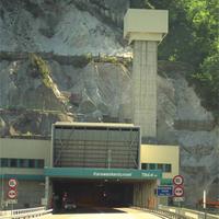 Metró4 (Budapest) vs Alagút (Voralberg)