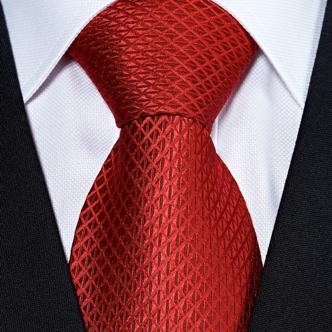 4044b1190a Mégis, vannak olyan alapvető stílusjegyek a nyakkendőt illetően is,  melyeket ma divatosnak nevezünk.