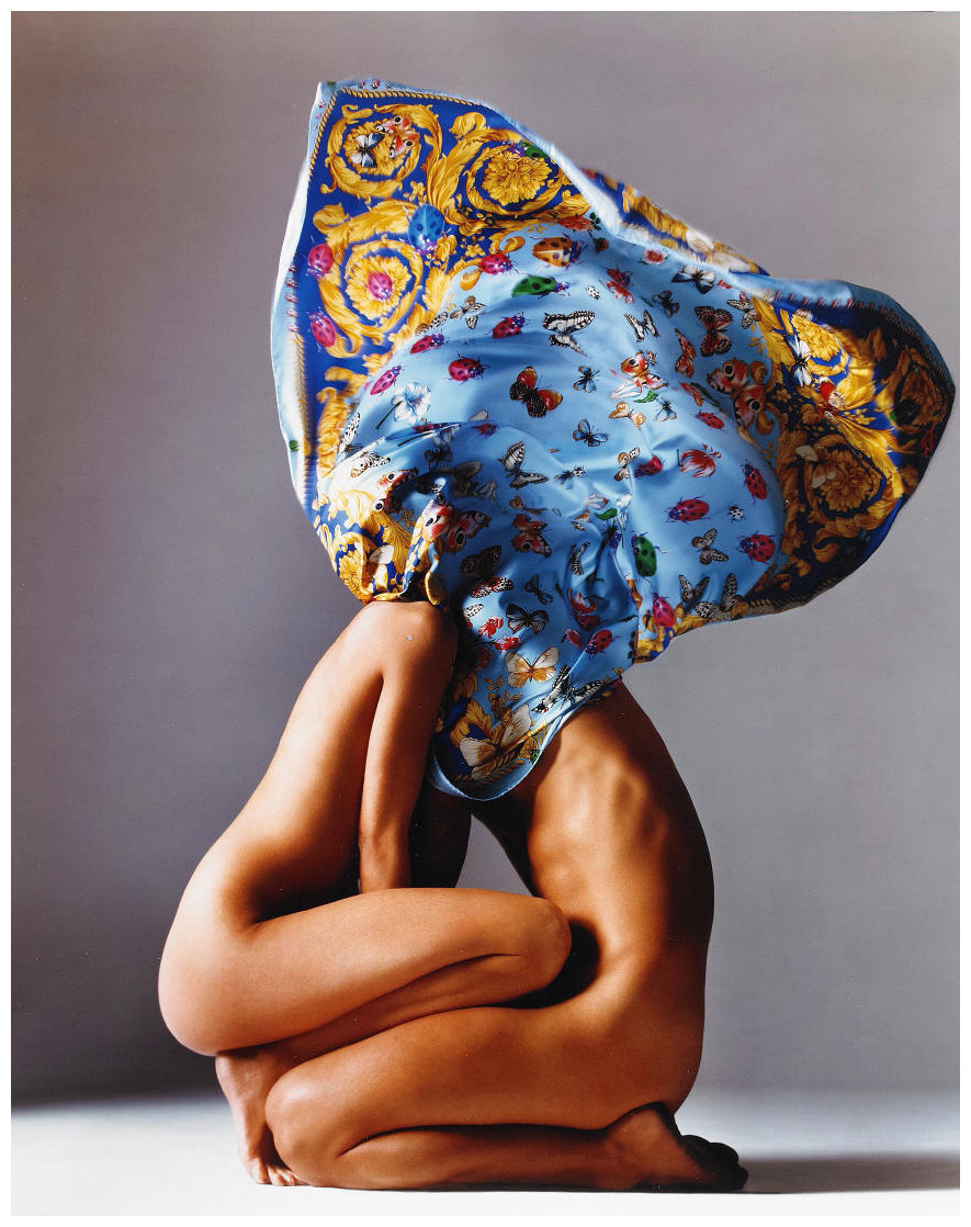 Gianni Versace, Scarf, photgraphed by Richard Avedon, 1980s, forrás: theredlist.com