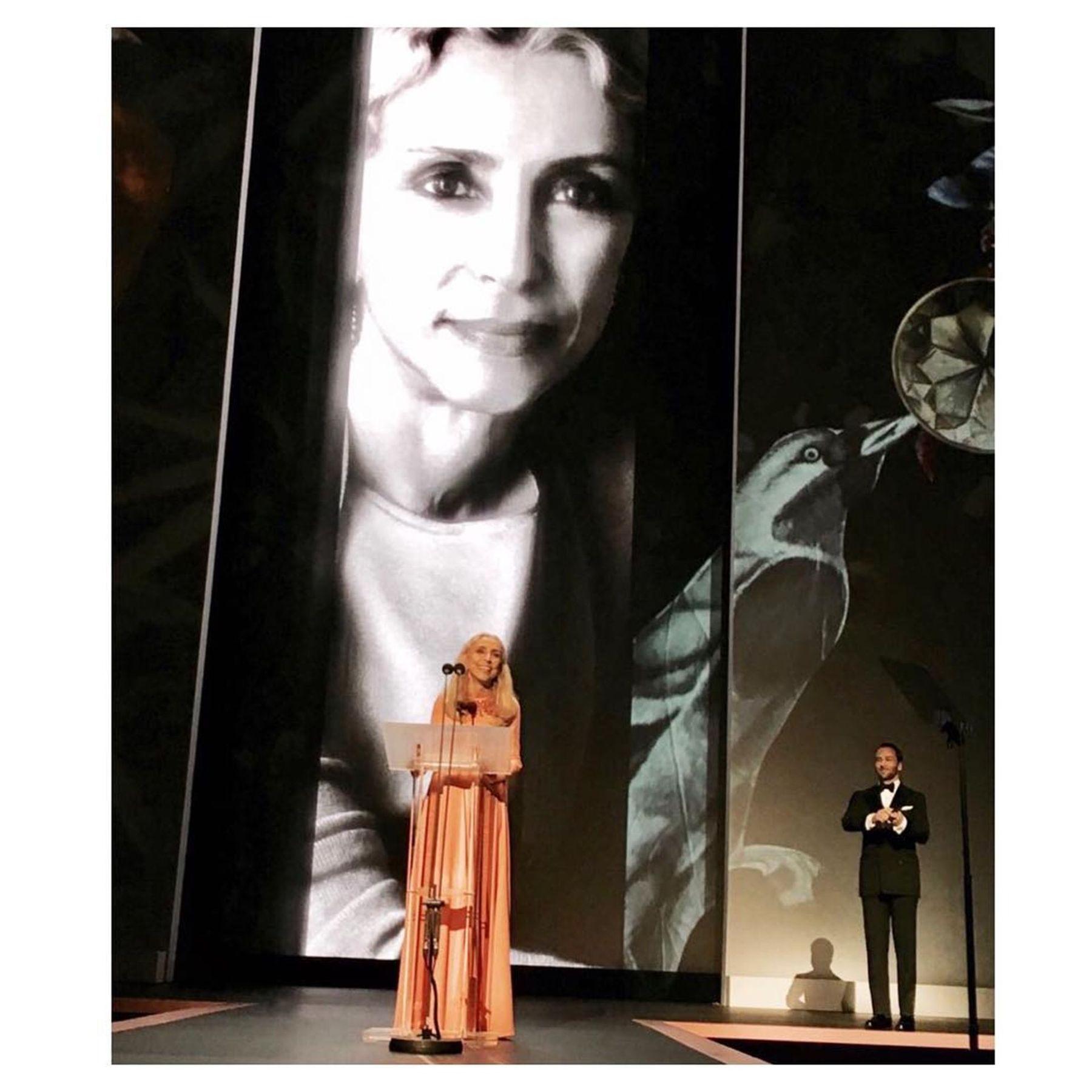 A díj nyertese, Franca Sozzani (balra) Tom Ford-tól (jobbra) vehette át a díjat<br />forrás: vogue.co.uk
