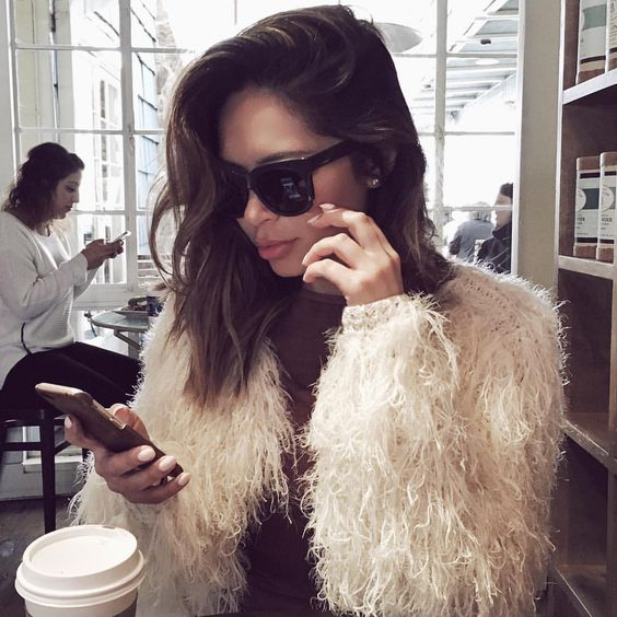 Marianna Hewitt az egyik legkeresettebb divat-, életmód-, szépség blogger és influencer Amerikában, olyannyira, hogy már édesanyja is tízezer követővel büszkélkedhet Instán (@stripsnchanel - Instagram). Forrás: Pinterest
