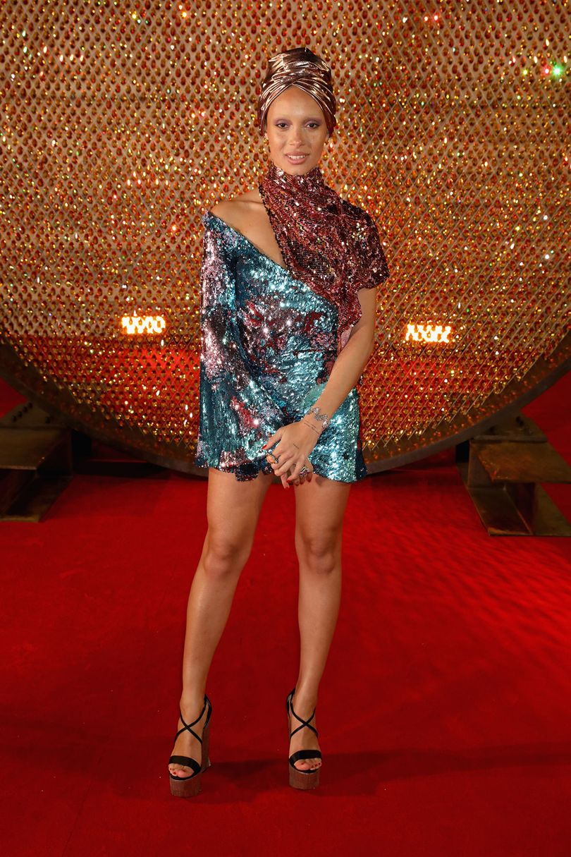 Adwoa Aboah Halpern márkát, a szintén díjazott Michael Halpern ruháját viseli. Forrás: Vogue UK